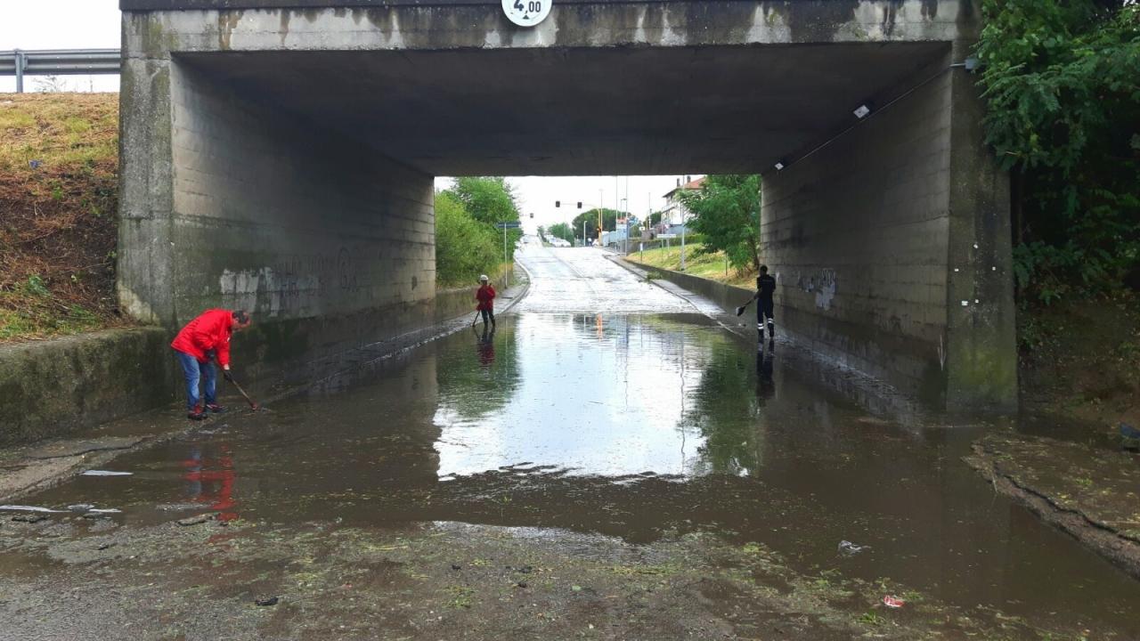 13 luglio 2016 - Fortissimo downburst su Arezzo, i volontari CRI subito in azione.
